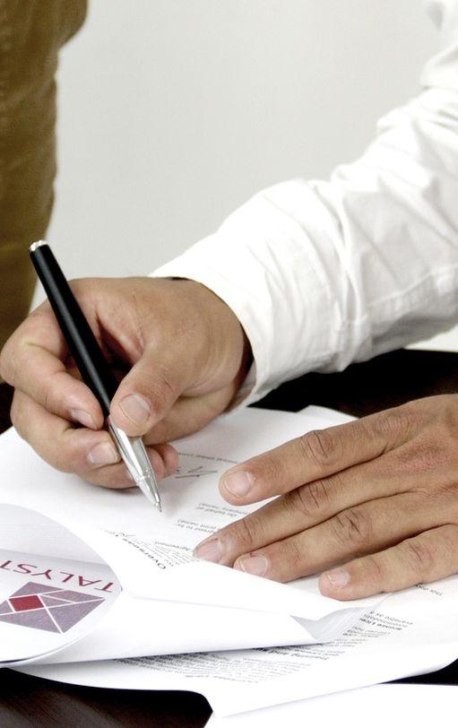 Podpisywanie umowy handlowej